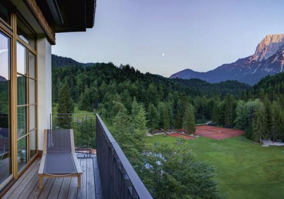 1_schloss-pano-2015-06-30-rm-738-alpenglo-cropped_rgb